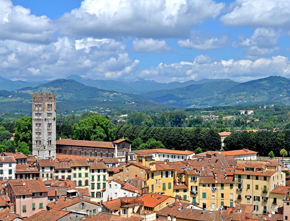 Lucca, the ideal location